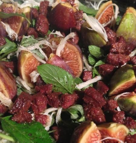 sucuklu incirli salata